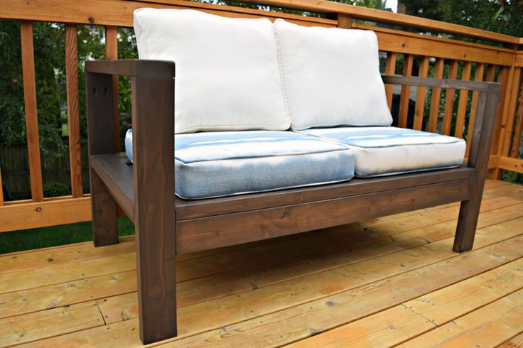 Build your own outdoor loveseat for a fraction of the price at the store! - TheHandymansDaughter.com
