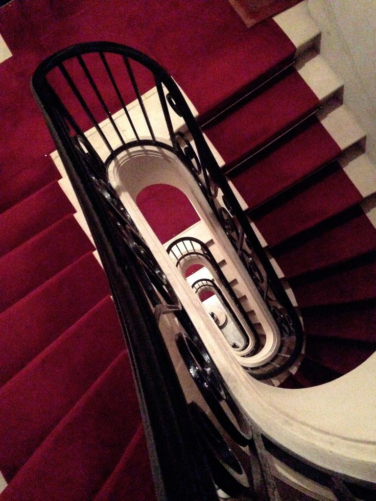 red, red carpet, staircase, photo by massimo polvara