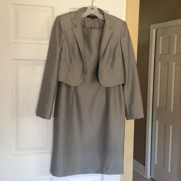 🎉 SUIT SALE 🎉 Anne Klein dress with jacket Beautiful Anne Klein dress with jacket. Shimmery gray color... Beautiful condition!! Dress zips up back. Anne Klein Dresses Midi