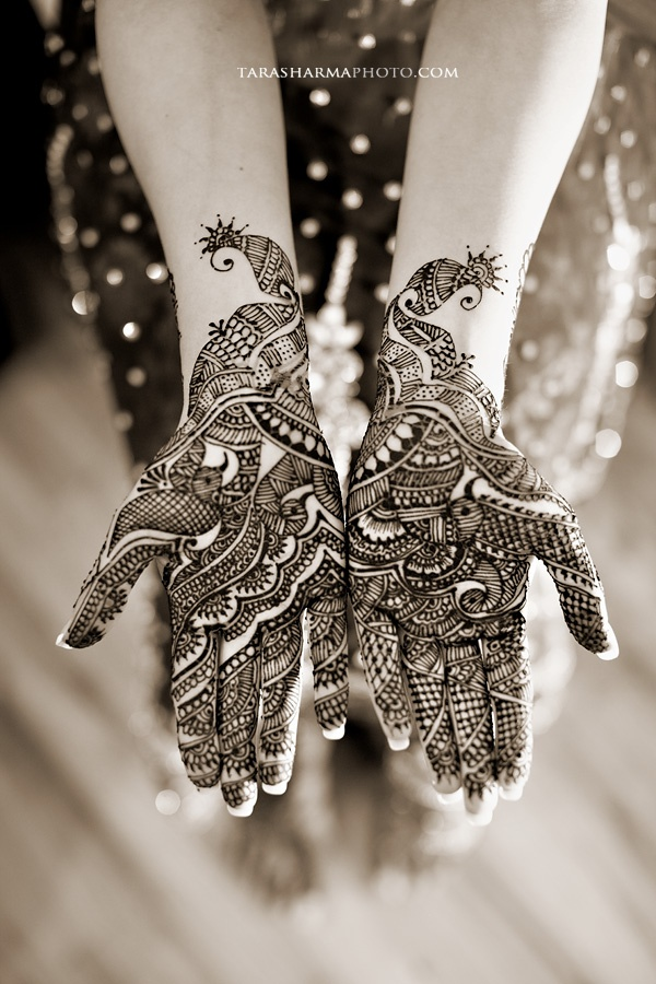 Another very pretty mehendi design!