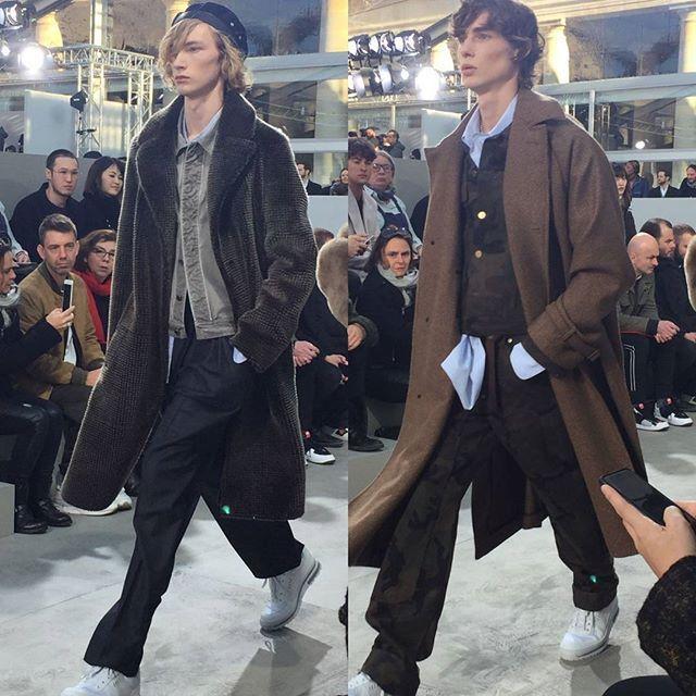 Wide pants  tailoring loose coats yang menjadi kostum sehari2 seniman Basquiat menjadi kata kunci koleksi terbaru Louis Vuitton. #menswear #autumnwinter2017 #LouisVuitton #LV #NewYorkCity #Paris #MensFashionWeek  via HARPER'S BAZAAR INDONESIA MAGAZINE OFFICIAL INSTAGRAM - Fashion Campaigns  Haute Couture  Advertising  Editorial Photography  Magazine Cover Designs  Supermodels  Runway Models