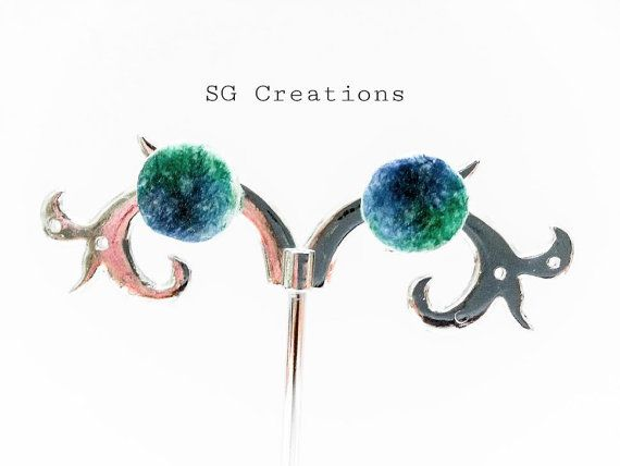 Handmade stud earrings  Hand painted di SGCreationsAndArts su Etsy