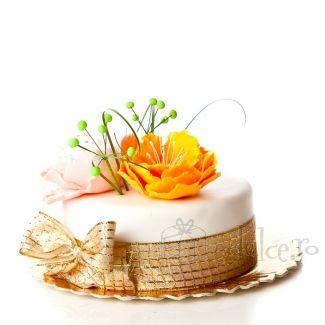 Acest tort ne duce cu gandul la superbul roman de dragoste al lui Alexandre Dumas. Fiecare dintre noi s-a simtit ca tanarul Armand, cel putin o data in viata.