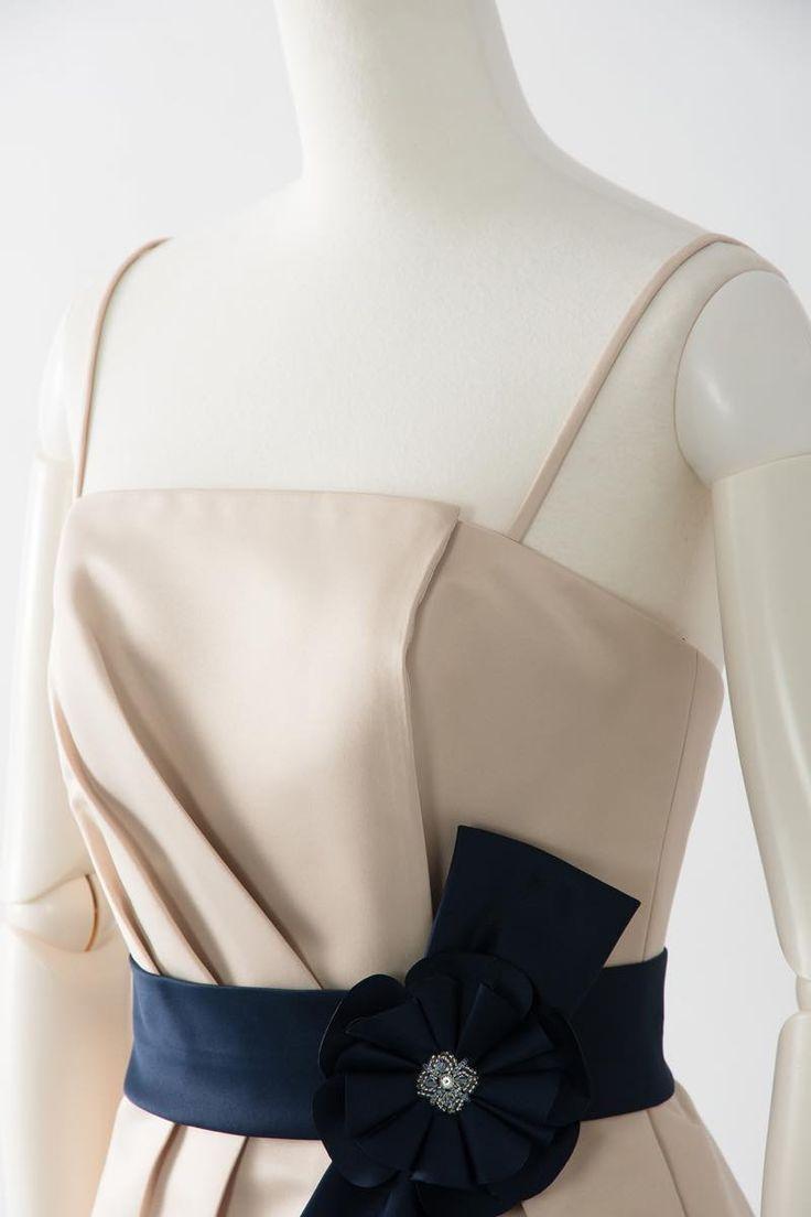 7387  ベージュ ブライズメイド ドレス Sale, Instock Bridesmaid Dresses. Ivory, Beige Multi Color Floor Length & Knee Length Satin Dress. #ブライズメイドドレス #ブライズメイド  合計金額 ¥20,000-(税抜)以上で送料無料即日納品 セール商品の返品受付サービス・お直しについて ベアトップデザインのマットサテンドレス 優しいベージュカラーのドレスにネイビーのベルトが目を引きます  定価23,700円の70%オフにて限定販売です  販売ドレスカラー:サンド × ネイビー(画像色) USサイズ0 (バスト84cm/ウエスト63cm/ヒップ94cm)の方向け ドレス実寸サイズ-身幅84cm/ウエスト64cm/ヒップ100cm/着丈72cm  【セールドレス色別タグ】 #ブルー・パープル・グリーン系  #イエロー・コーラル系  #アイボリー・ベージュ系  #赤・ピンク系  #ブラック・ネイビー系