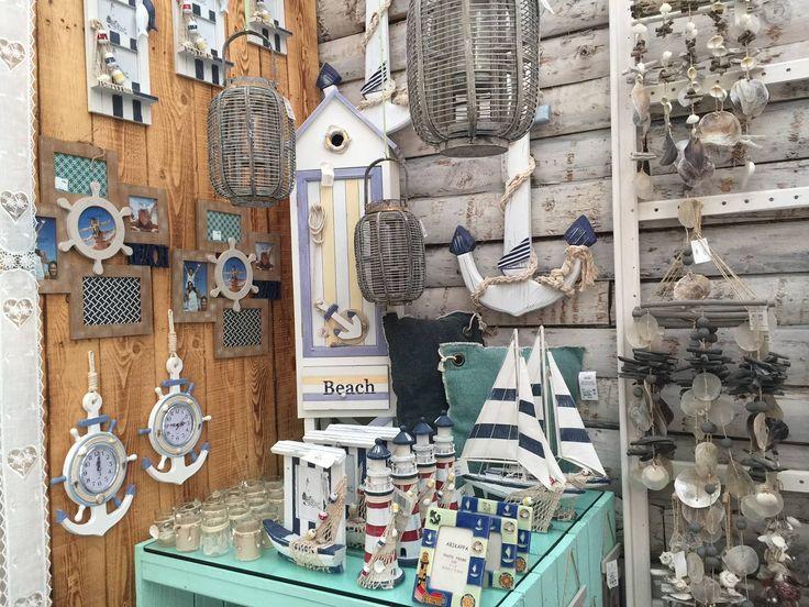 Accessori, decorazioni e lavoretti creativi, ricchi di stelle marine, conchiglie colorate e barchette per la casa. #arredo #arredamento #stilemarino #marino #conchiglie #consigli #design #mare #casalmare #casasullago #decorazioni #barchette #ideearredo #ideedeco