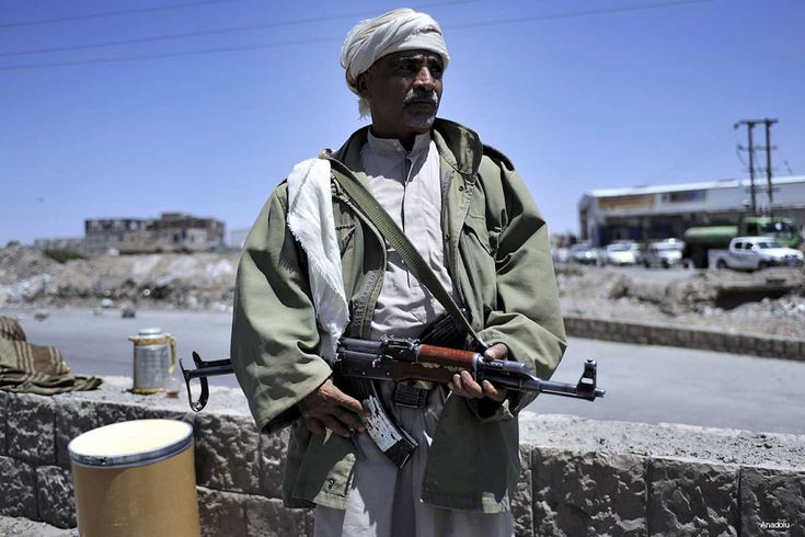 KIBLAT.NET, Sana'a – Pemberontak Syiah Hutsi telah memberikan beberapa persyaratan kepada Utusan PBB untuk Yaman sebelum mereka mengikuti pembicaraan damai di Kuwait, yang dimulai Sabtu (23/04). Milisi yang didukung Iran itu menolak menyerahkan persenjataan. Saluran televisi Hutsi, Al-Maseera melaporkan bahwa pihaknya dan delegasi Ali Abdullah Saleh tidak akan memberikan persenjataan dan nasib mereka kepada pemerintah. …