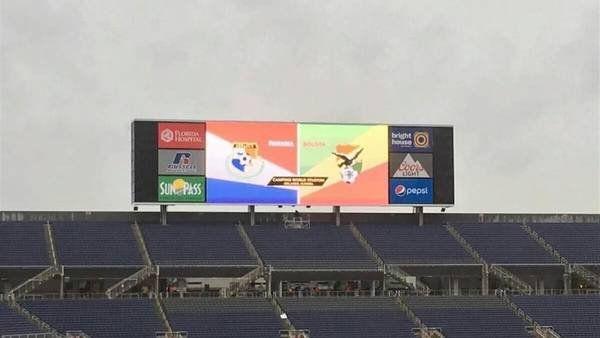 Sudamérica explota: a los problemas de los himnos durante los partidos de Uruguay-México y Chile-Argentina se suma el error de la bandera de Bolivia. June 07, 2016.