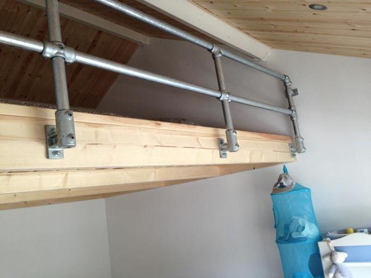 Vide met steigerbuis balustrade ook zo 39 n bed kan voor je maken kids rooms - Bed kind met mezzanine kantoor ...
