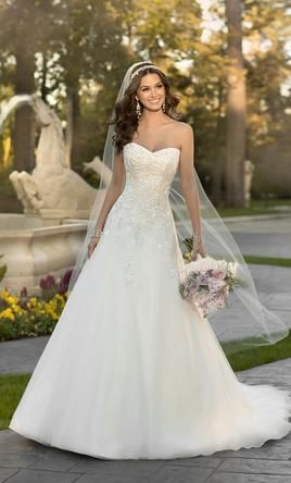 Stella York 5959, find it on PreOwnedWeddingDresses.com