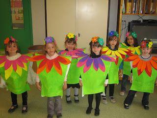 Les petites nouvelles de la classe maternelle ...: Le carnaval de Oiry con bolsas de basura de colores http://www.multipapel.com/familia-material-para-disfraces-maquillaje-bolsas-de-color.htm