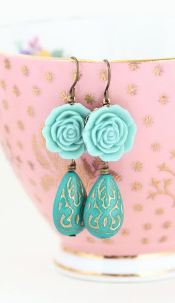 Green Dangle Earrings Flower Earrings Shabby