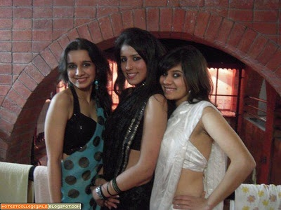 Hot North Indian Desi College Girls Sexy Pictures | Hot College Girls