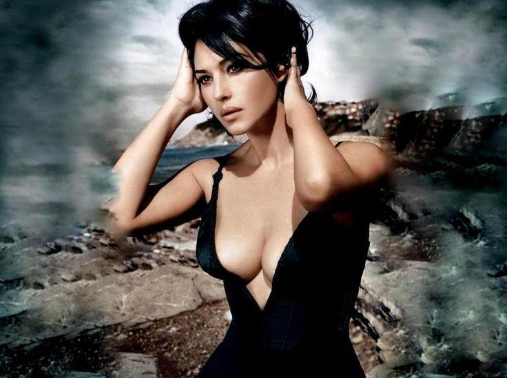 Έχει παραμείνει στη λίστα με τα κορυφαία sex symbols και έχει κερδίσει την εύνοια των γυναικών. Είναι η γυναίκα του James Bond και έχει λόγο να γιορτάζει διπλά. Από την Αργυρώ Ντόκα