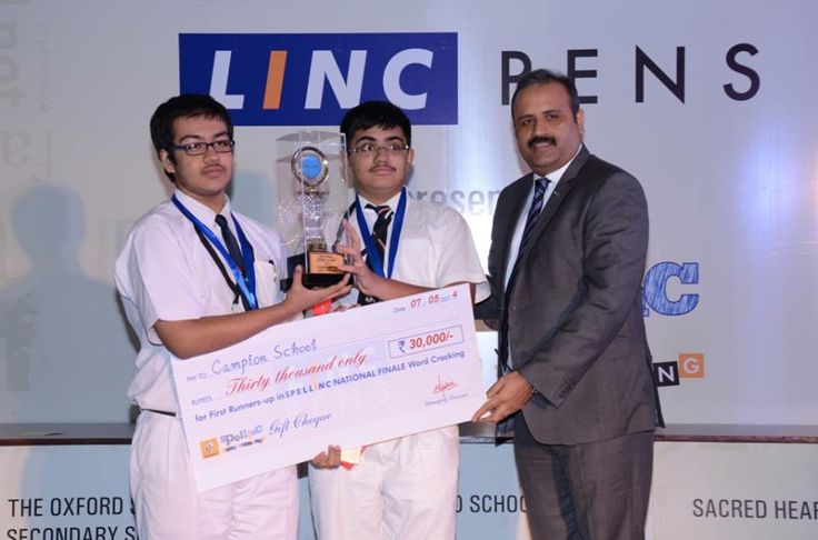 1st Runners up received trophy from Mr. Sumit Sawhaney, CEO Renault India