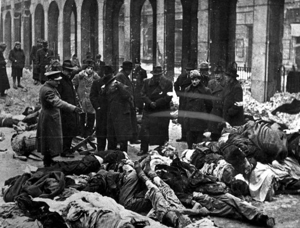 Budapest, Hungary, Identification of corpses in the synagogue courtyard on Dohany St. in the ghetto. - Hungary, Persecution of Hungarian Jews, 1938-1945 (Part III).