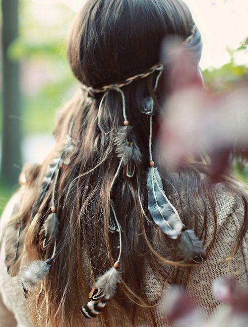 Looks fun to make and use different variations on the feathers and pretty to wear.