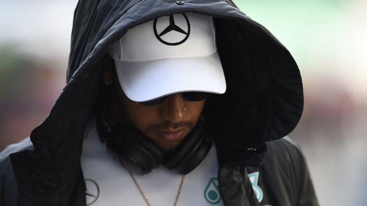 Brazilian Grand Prix: F1 'needs to do more' to keep teams safe, says Lewis Hamilton    Lewis Hamilton says Formula 1 'needs to do more' after members of his Mercedes team were robbed at gunpoint in Sao Paulo on Friday night.   http://www.bbc.co.uk/sport/formula1/41954941