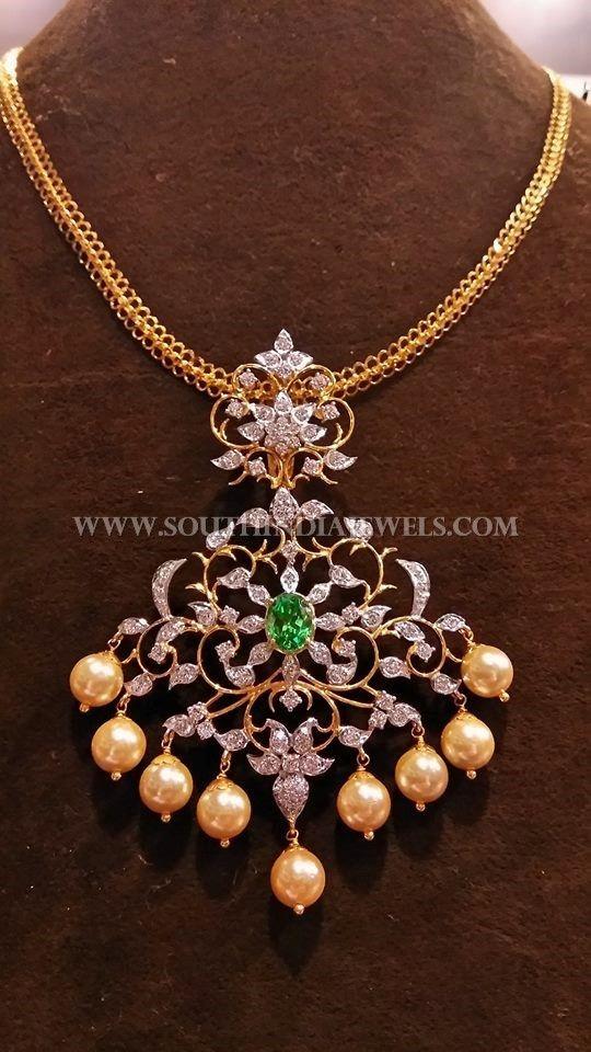 Gold Short Chain With Diamond Pendant