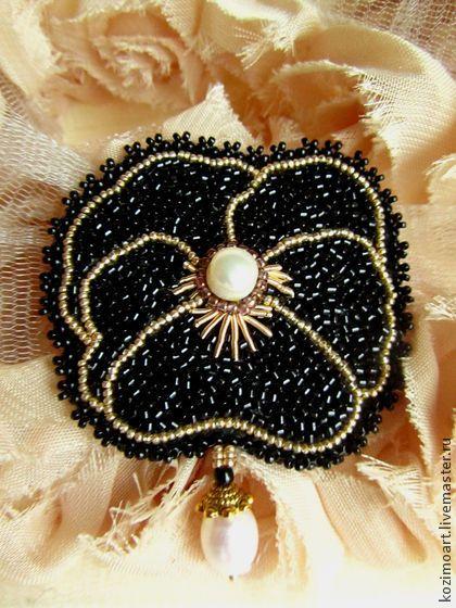 Брошь ``Mon petit fleur``. Маленький чёрный цветок к маленькому чёрному платью.  В ручной вышивке японский бисер , канитель и бусины речного жемчуга.