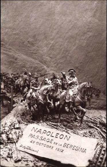 Berzina, Rusland. Deze foto stelt de vluchtende Napoleon voor die op de hielen wordt gezeten door de russen. Ze moeten met allemaal over een smalle brug waardoor vele Franse soldaten gedood worden.