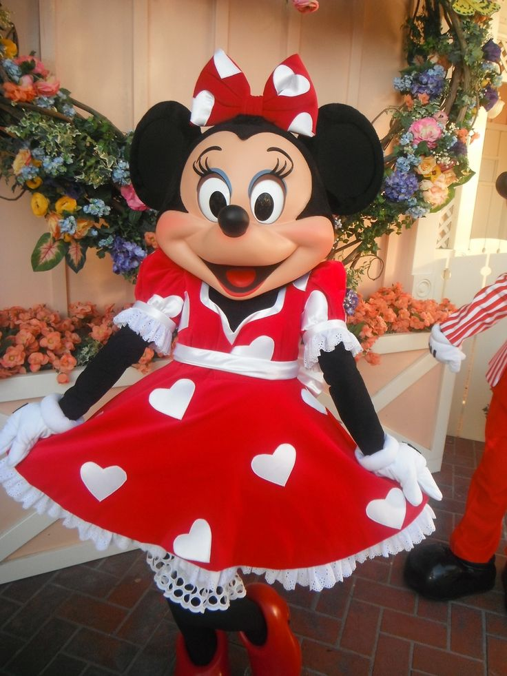 Minnie Mouse Shows Off Her Special Valentines Dress As Part Of Disneys Limited Time Magic