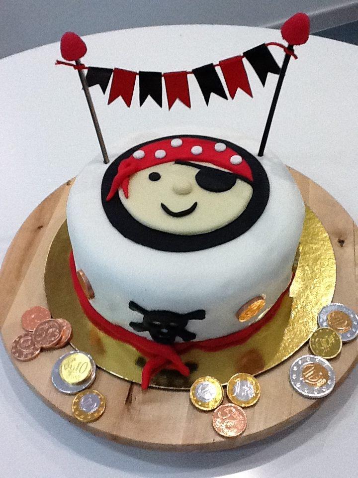 Tarta con temática pirata, ideal para niños