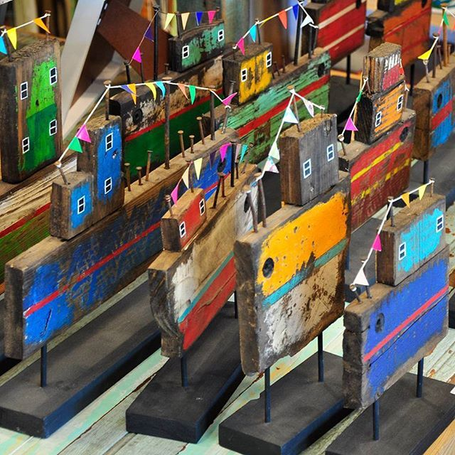 ¡Embotellamiento en el rio!  Hoy estamos hasta las 20h.  ¿Dónde?  EnChicha Morada<- Sarmiento 239,#Tigre  #llegarparaseguirviajando    #deco #hogar #tigre #travel #homedecor #decor #decoracion #casa #puertodefrutos #tienda #shop #rio #river  #wood #madera #handmade #colorful #puertodefrutos #tienda #decoration #design #homesweethome #ship #barco