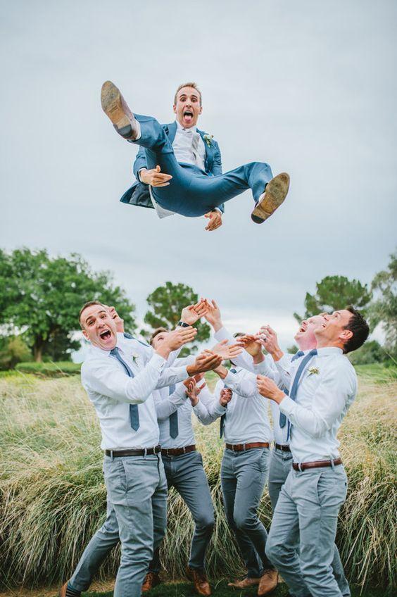 10 photos de mariage pour garder des souvenirs mémorables avec les garçons d'honneur du marié