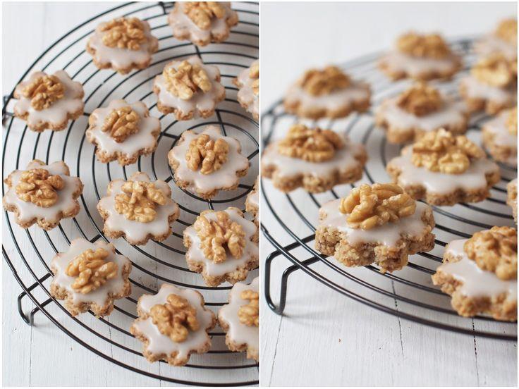 Swiss Walnut Christmas Cookies.: Guetzli 1 Collage, Free Desserts, Christmas Cookies, Food Desserts Cookies, Ground Walnut, Swiss Walnut, Christmas Biscuits, Ice Cookies, Swiss Christmas