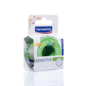 De Hansaplast Hechtpleister Sensitive is een tape om gaasverbanden en kompressen mee vast te kleven op de gevoelige huid. Verkrijgbaar bij PharmaMarket.be.