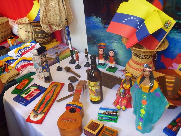 Objetos y colores de Venezuela; feria de las culturas amigas 2013