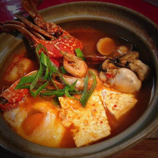 パパの糖質制限ダイエットで、 先にスープでお腹を ふくらませる作戦はスンドゥブ〜  冷蔵庫にあるもの、バンバンいれられるから、便利ですね〜  辛いもの特訓していたら、だんだん美味しくなってきました! (それでも、これは1辛)  ヒーーーハーーー!! - 308件のもぐもぐ - 今年の冬はこれでいくー!              スンドゥブ鍋①海鮮〜 by 1125shino