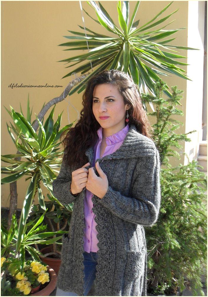 Un #cardigan di lana e la voglia di partire - ilfilodiariannaonline.com Cardigan di lana realizzato a macchina.