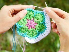 Har du ledsnat på att virka mormorsrutor kan du alltid prova att virka African Flowers i stället. Ett roligt mönster du kan använda till mycket!