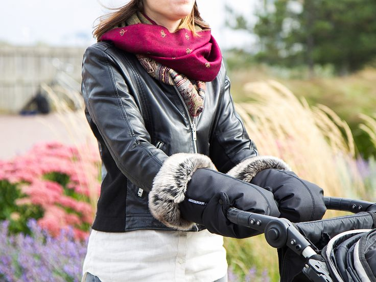 WEATHERGOODS Buggy Gloves keep you warm and dry when you are out and about.