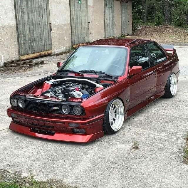 BMW E30 M3 burgundy slammed