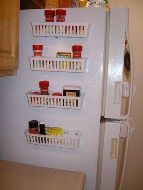 Truques para ganhar espaço na despensa e na cozinha - aproveite o espaço ao lado do frigorifico