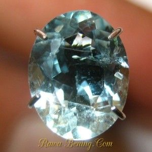 harga batu mulia Oval Light Blue Aquamarine 1.60 carat