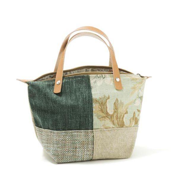 Mini handbag - mala de mão em ganga, forro interior em tecido floral. Pegas duplas em couro natural. Fecho de correr. Handmade-numerado. Medidas: 30x21x14cm