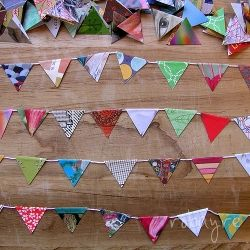 Follow this simple tutorial to make your own stunning miniature paper bunting.