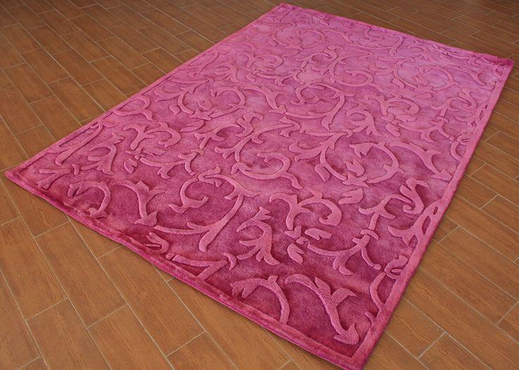 FTS. Alfombra moderna de pura lana virgen con brocados en relieve. Disponible en rosa claro y en morado.