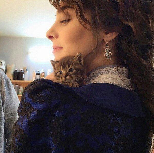gatito and Turkish actress Nur Fettahoğlu-Aysan