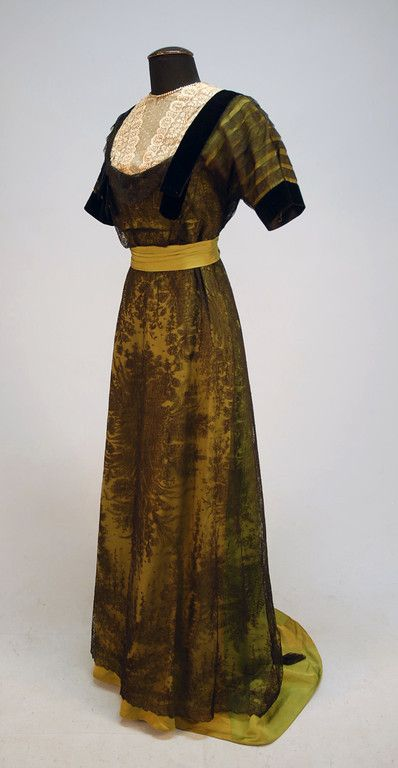 Chartreuse green silk bengaline and Chantilly lace evening gown, neckline edged in paste jewelsc. 1913.
