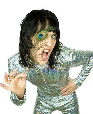The Mighty Boosh - You know how everyone has that one different thing they like that noone else really understands?? Yeah, mine is the Mighty Boosh; Strait up British comedy - you either love it, or you hate it ... AND I LOVE ITT!!!