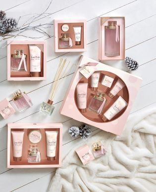 Spoil her this Christmas to our iconic Just Pink® fragrance!