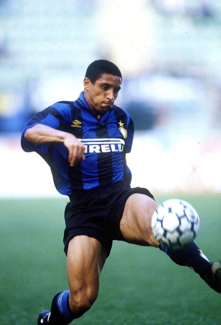 Roberto Carlos da Silva (Brazil) in FC Internazionale Milano kit about 1995-6 :)