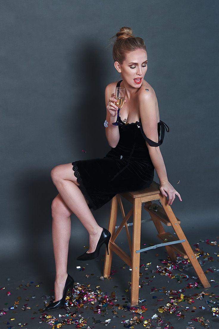 новогодняя фотосессия, конфетти, фотосессия для девушки, фотосессия для подружек, идея для фотосессии, новый год, фотосессия с кофетти, фотоссесия в конфетти, женский портрет, подружки, фотограф annarost.ru