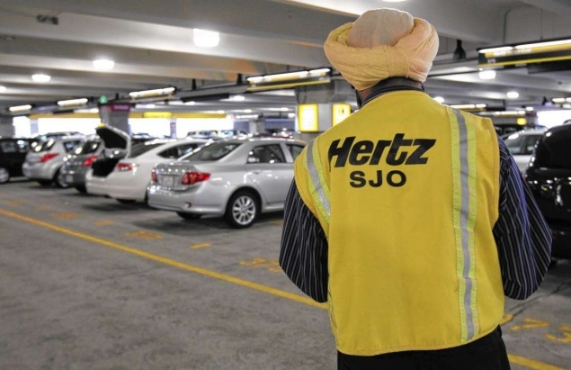 The Hertz Corporation will start construction on solar panels this fall atop its parking garages at John F. Kennedy and Newark Liberty International Airports.