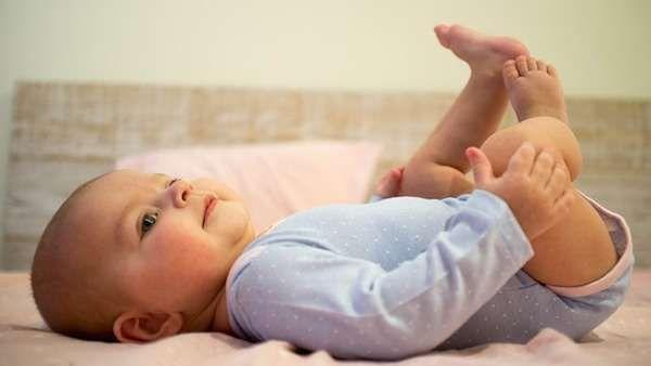 Voici les 12 astuces que toutes les mamans devraient connaître pour survivre les 3 premiers mois. Découvrez l'astuce ici : http://www.comment-economiser.fr/astuces-pour-nouvelle-maman.html
