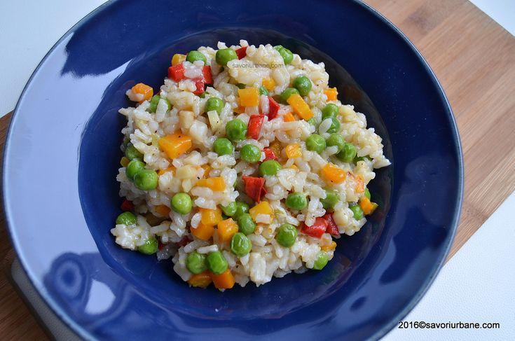 Orez cu legume reteta simpla si sanatoasa. O garnitura de orez gustoasa si aromata, extrem de usor de preparat. Si fara baze de mancare (chimicale) se poate